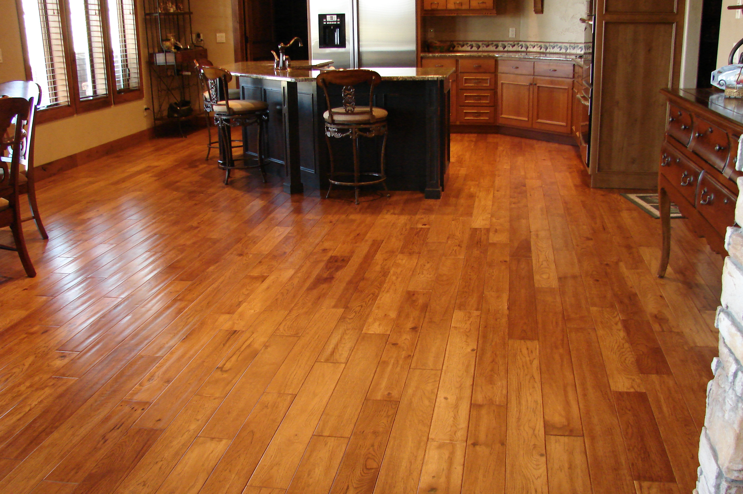 Laminate Or Wood Floors Helping You Choose Between Vinyl and Laminate Floors